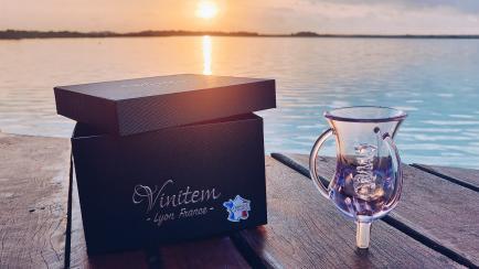 Aérateur de vin Vinitem - Retrouvez tous les arômes de votre vin dès l'ouverture de la bouteille avec l'aérateur Vinitem