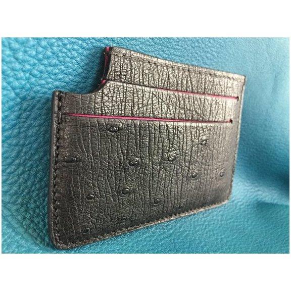 AFRICANBOYZCLUB - Porte-carte fait main 100% Autruche - Noir et Rose fuchsia - - Porte-carte - Rose