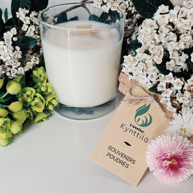 Atelier Kynttilä - La Classique - Souvenirs poudrés - 130g - ___Bougie parfumée