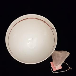 Atelier Céramique Laurence Thomas - Bol à thé - porcelaine - Bol - blanc filet rouge
