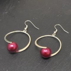 Breloques et cie - Boucles d'oreilles style créoles perles rouges - Boucles d'oreille - Métal (argenté)