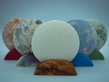 BULLES D'ARGILE - Nous fabriquons des cosmétiques naturels rechargeables et inusables en argile dans nos ateliers.