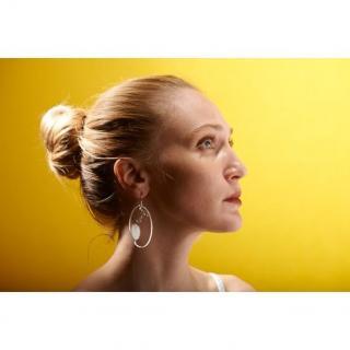 By Manet Bijoux - Boucles d'oreilles Plumes moyen modèle rond, élégant, Chic, Bijoux Modern et Contemporain, Plexiglas transparent gravé à la main, très léger M4 - Boucles d'oreille - Plexiglas