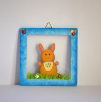 Cafouille Création - Cadre réalisé en chantournage et peint à l'acrylique d'un petit lapin dans l'herbe - Cadre -