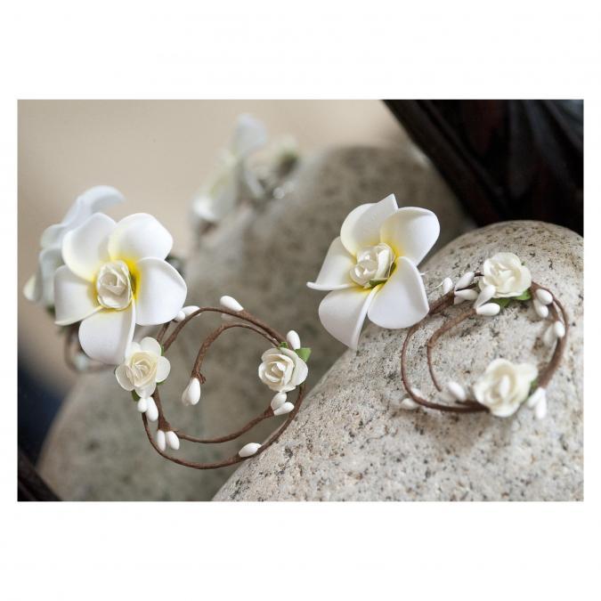 """Couronne2fleurs - Boucles d'oreilles blanches modèle """"Frangipanier"""" - Boucles d'oreille - fleur"""