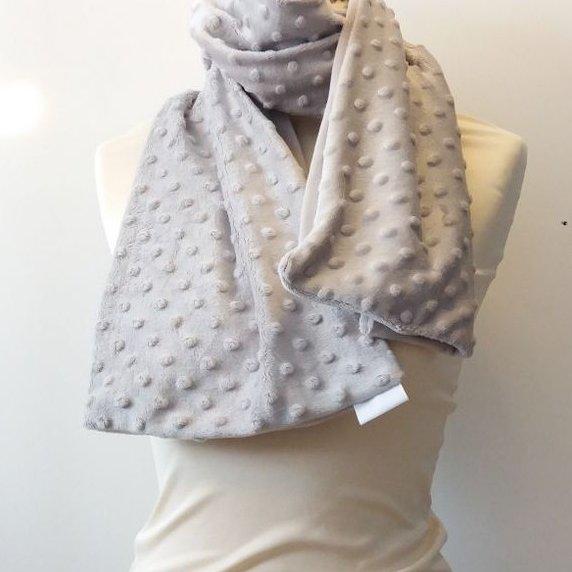 Créa'Récup Design - Echarpe polaire grise à petits pompons - Echarpe - Gris
