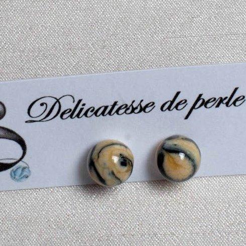 Délicatesse de perle - BOUCLES D'OREILLES PUCES PERLES BEIGES - Boucles d'oreille - Acier