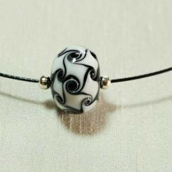 Délicatesse de perle - COLLIER PERLE NOIRE ET BLANCHE - Collier - Verre