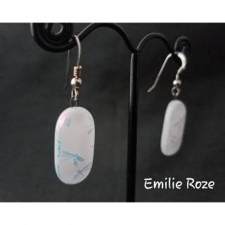 Emilie Roze - Boucles d'oreille blanches et argentées - Boucles d'oreille - Verre