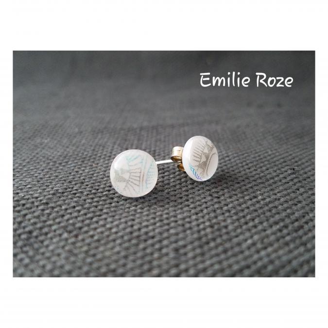 Emilie Roze - Boucles d'oreille puce blanches - Boucles d'oreille - Verre