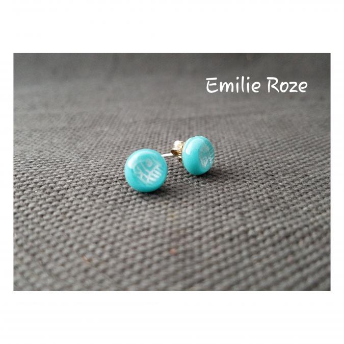 Emilie Roze - Boucles d'oreille puce bleu clair - Boucles d'oreille - Verre