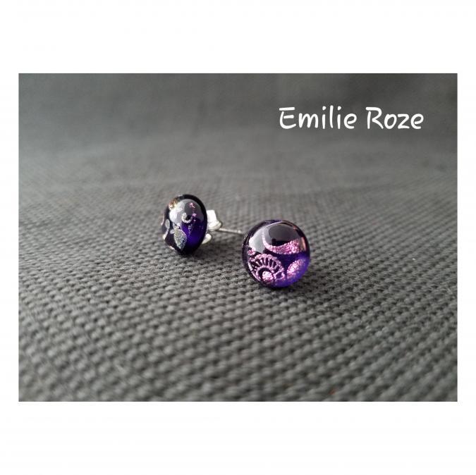 Emilie Roze - Boucles d'oreille puce prune - Boucles d'oreille - Verre