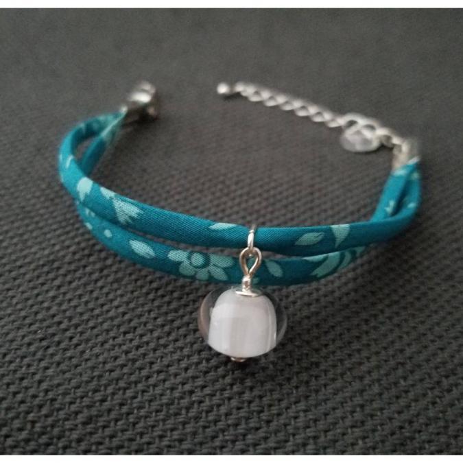 Emilie Roze - Bracelet liberty bleu avec une perle blanche - taille Moyen - Bracelet - Verre