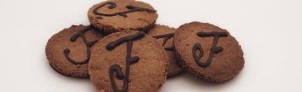 Façon Chocolat, chocolaterie bio de la Drôme - Nous sommes artisan-chocolatiers installés depuis 2003 à Crest, bourg médiéval au coeur de la Drôme.