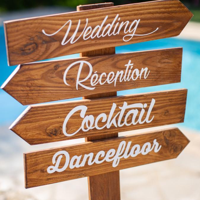 In The Wood For Love - Panneaux directionnels bois et peinture à personnaliser, pancarte en bois, flèche mariages, signalétique champêtres, panneau pour mariage - Panneau directionnel