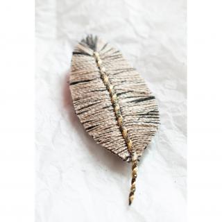 Jungle exquise - Barrette plume : Grive rayée - ___Bijoux de corps - Textile