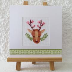 LA CARTERIE DU GECKO - Le renne aux bois fleuris - Carte brodée
