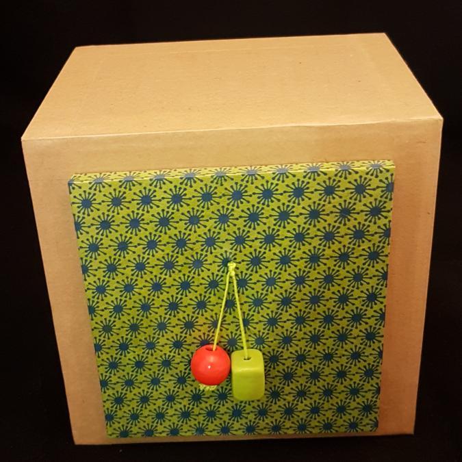 La chaise en carton - Tiroir mural - Rangement