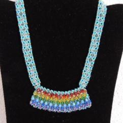Larcencieldeghis - Collier pendentif, tissage à la main, faits main, aux couleurs de l'arc en ciel - Bracelet - Coton