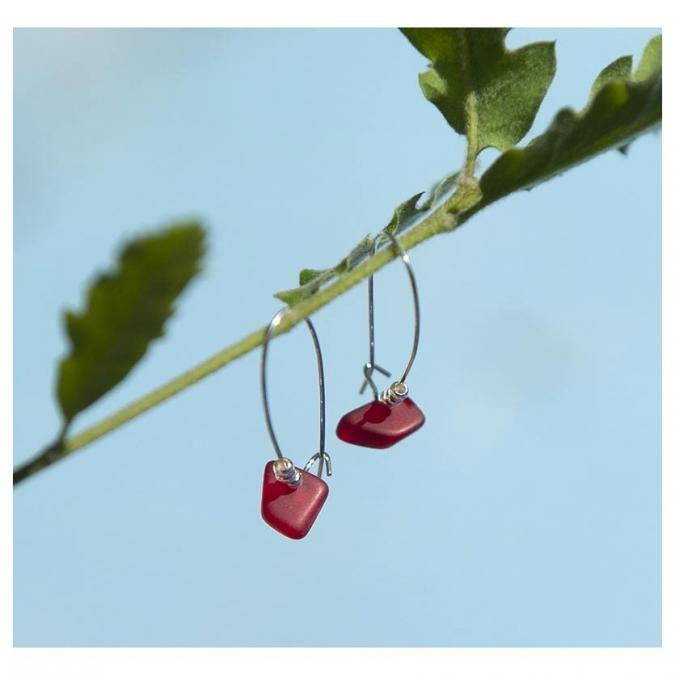 Bijoux l'Art de recycler - Boucles d'oreilles verre de mer - Boucles d'oreille - verre rouge, montures couleur argent
