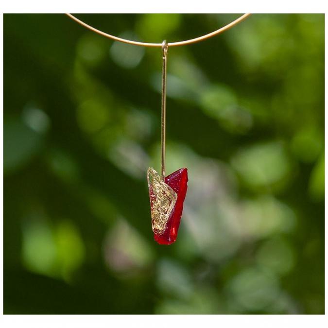 Bijoux l'Art de recycler - Collier tige - Collier - Vitrail rouge et feuille d'or