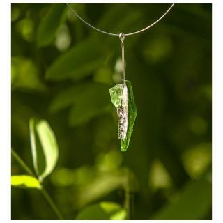 Bijoux l'Art de recycler - Collier tige - Collier - vitrail vert anis, feuille d'argent