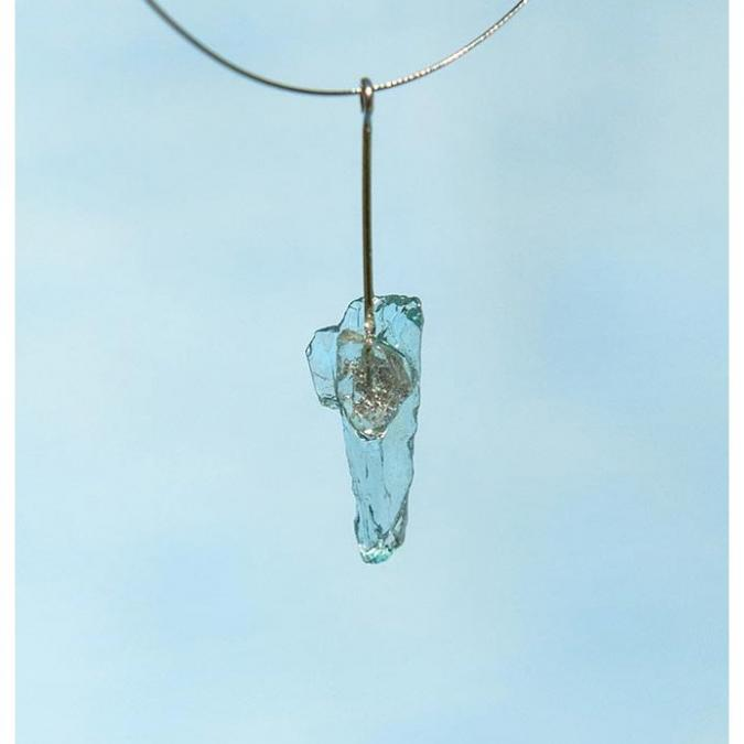 Bijoux l'Art de recycler - Collier tige - Collier - verre de bouteille de gin, feuille d'argent