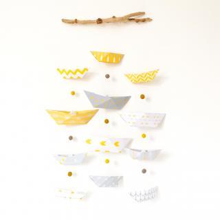 """LEEWALIA - Mobile chambre enfant bébé """"petits bateaux"""" jaune et gris - Mobile"""