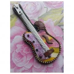 Les Fée...rmetures éclair - Guitare miniature aux multiples couleurs - Objets décoratifs