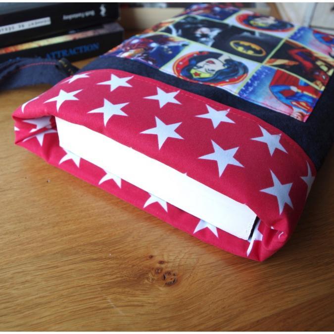 Loli Fox - Pochette livre ou tablette - housse livre super héros - manchon - Housse de tablette