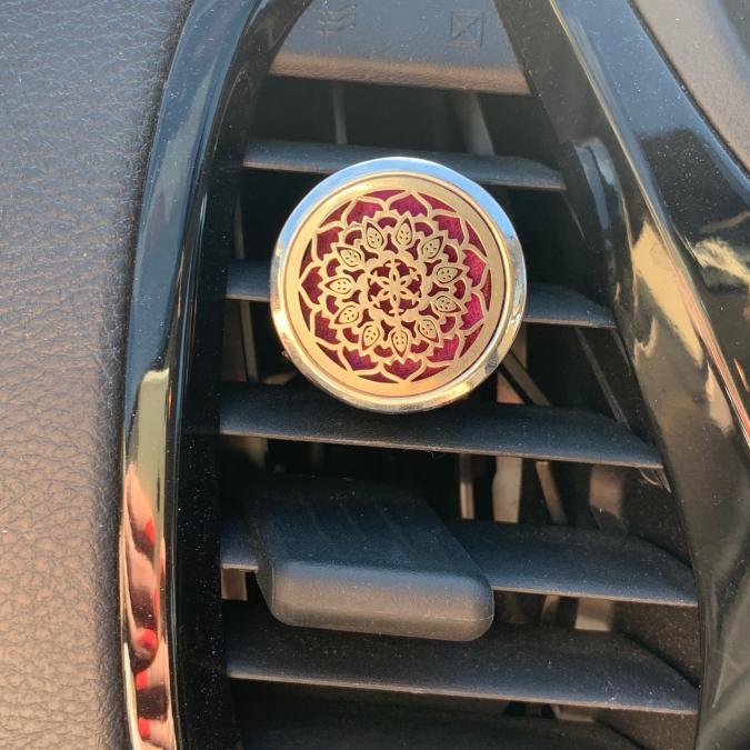 L'univers des bougies fondantes - Diffuseur voiture clip - Accessoires.