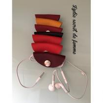 Lydie Secret de femme - Petit étui pour fil d'écouteur en cuir - Etui de téléphone - Sur demande
