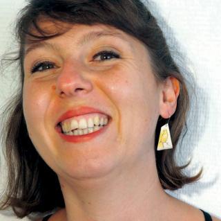 """Marion Freyre - """"Cui Cui"""" - Boucles d'oreilles asymétriques, pièce unique en émail sur cuivre - Boucles d'oreille - Email"""