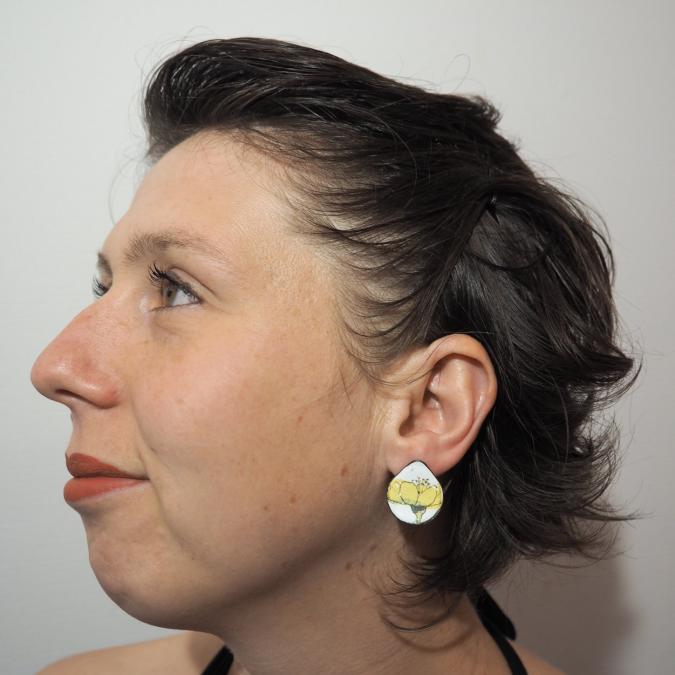 """Marion Freyre - """"Grand soleil à l'intérieur"""" - Boucles d'oreilles monture """"clou d'oreille"""", pièces uniques,  asymétriques, en émail sur cuivre - Boucles d'oreille - Email"""