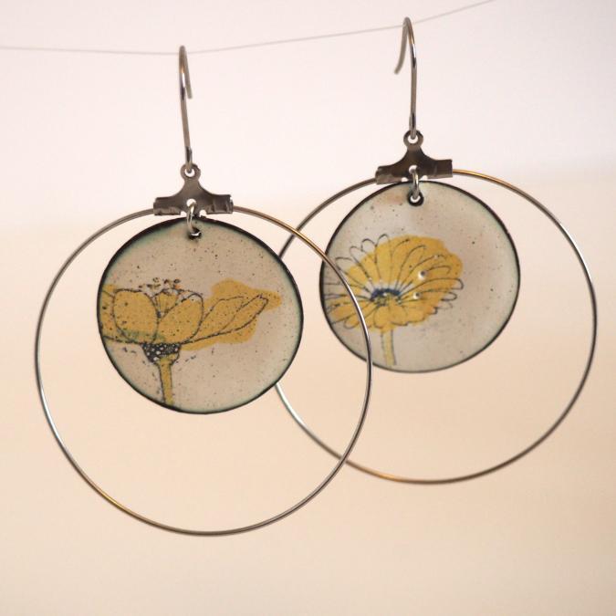 """Marion Freyre - """"Grand  soleil à l'intérieur"""" - Boucles d'oreilles, pièces uniques,  asymétriques, en émail sur cuivre - Boucles d'oreille - Email"""
