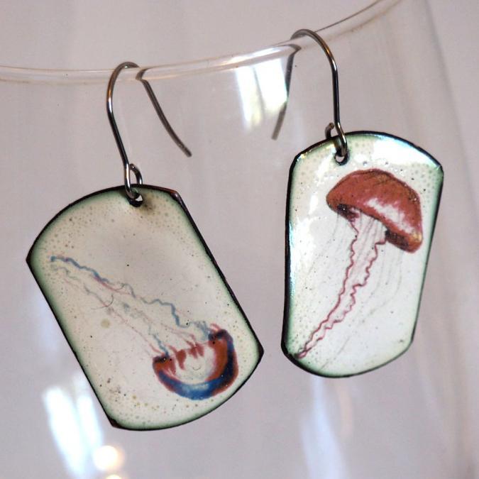 """Marion Freyre - """"La méduse sans radeau"""" - Boucles d'oreilles motifs méduses, en émail sur cuivre - Boucles d'oreille - Email"""