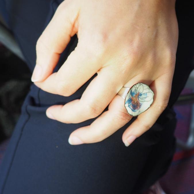 """Marion Freyre - """"Soyons fleur bleue"""" - Bague en émail sur cuivre - Bague - Email"""