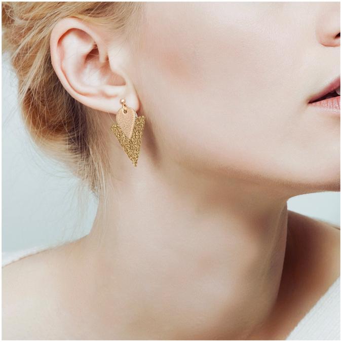 Ni une ni deux - Clous d'oreille en cuir TRIANGLE Rose Poudré - Boucles d'oreille - Cuir