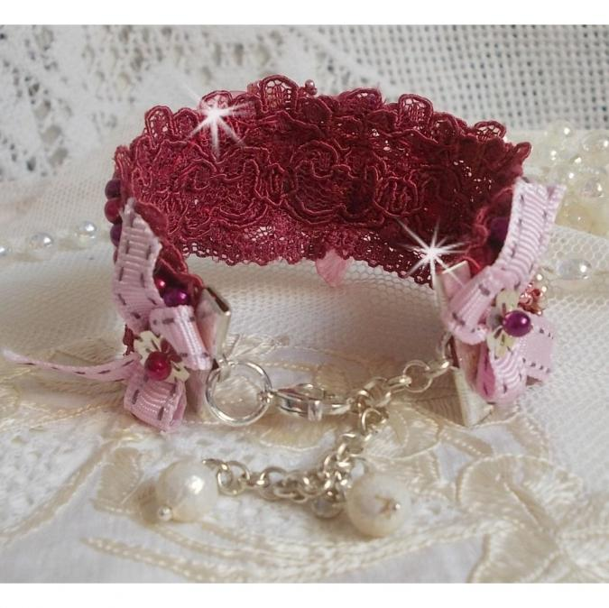 Patricia Wagner Créations - Bracelet Magnolia avec un dentelle bordeaux brodées de perles nacrées - Bracelet - Dentelle