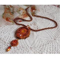 Patricia Wagner Créations - Collier pendentif Lady in Orange avec un cabochon en cristal de Swarovski - Collier - Verre