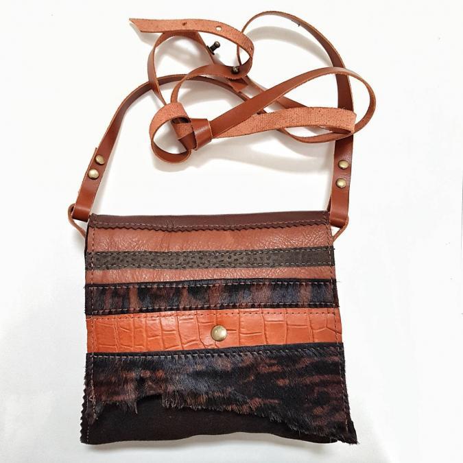 mieux aimé 83b14 8a7b8 Petit sac bandoulière en cuir et peaux