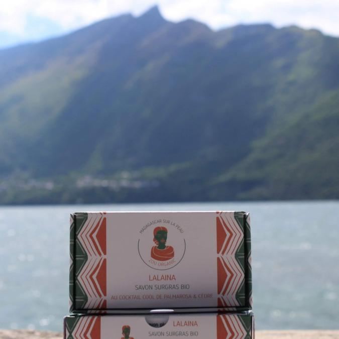 Zou Organic - Savon surgras bio au cocktail cool de palmarosa et de cèdre – LALAINA - Savon - 100 g